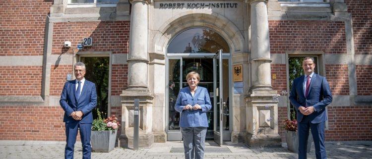 Merkel: No a la vacunación obligatoria