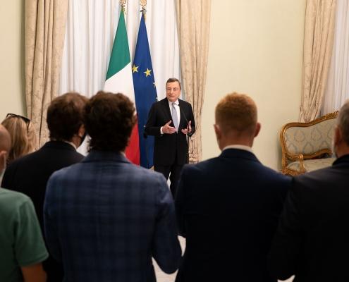 Saludos del primer ministro Mario Draghi antes de las vacaciones de verano