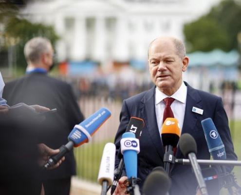 Scholz promueve  reforma fiscal global